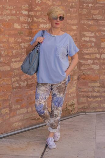 Kék-barna mintás gumírozott derekú rugalmas pamut-vászon nadrág