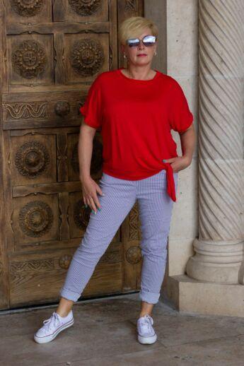 kék-fehér hosszanti csíkos nadrág, derékrészén gumírozott