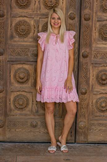 Rózsaszín madeira csipke ruha