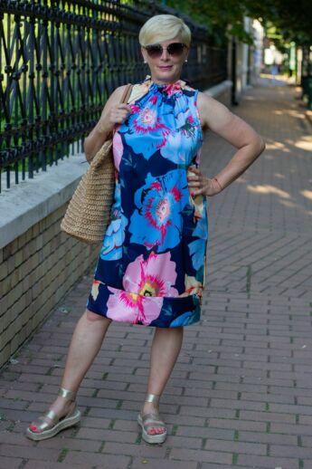 Kék virágos ujjatlan ruha