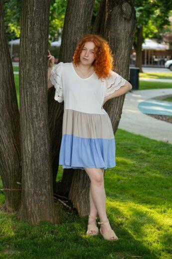 Stella Fehér-bézs-kék fodros ruha, csipke ujjjal