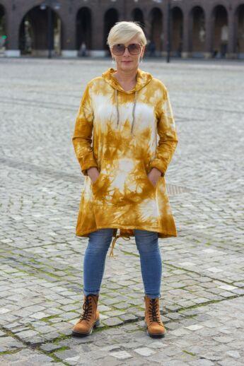 Mustár színű batikolt kapucnis, zsebes felső