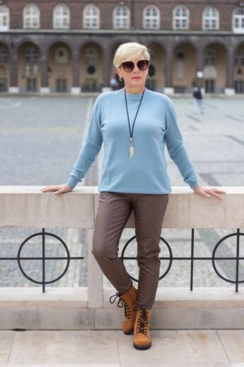Dóra kék színű finom puha kötött pulóver