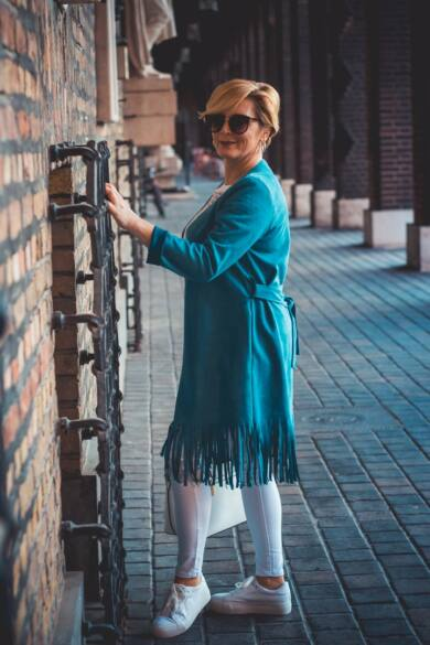 Laura kék színű rojtos velúr szövet blézer