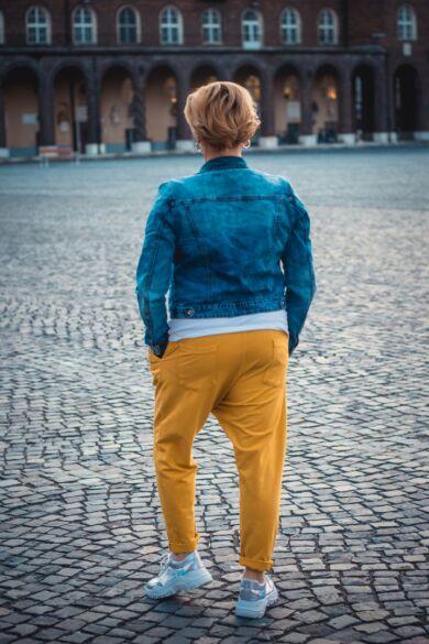 Mustárszínű pamut ülepes nadrág