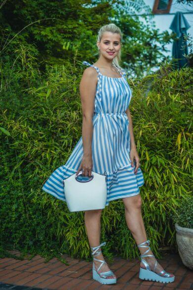 Carol világoskék-fehér csíkos, fodros ruha