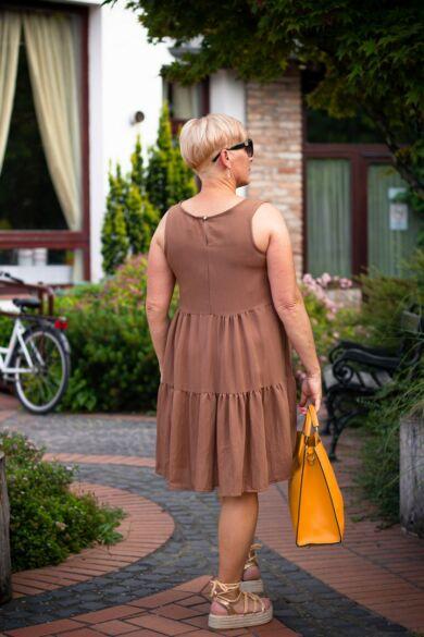 Rubina barnaszínű ujjatlan, fodros ruha