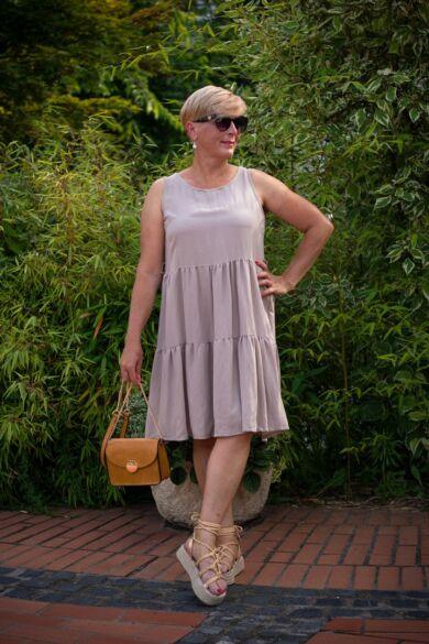 Rubina bézsszínű ujjatlan, pamut-vászon fodros ruha