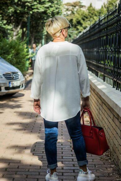 Fehérszínű elején félig gombos ing