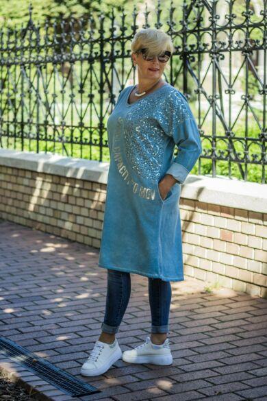 Petra kékszínű V nyakú, ezüst feliratos, oldalán zsebes pamut tunika-ruha