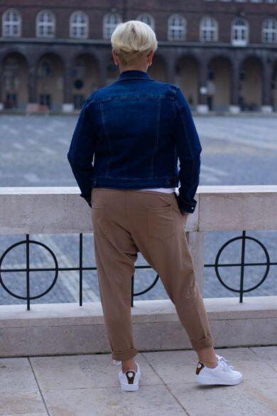 Karamell színű pamut ülepes nadrág