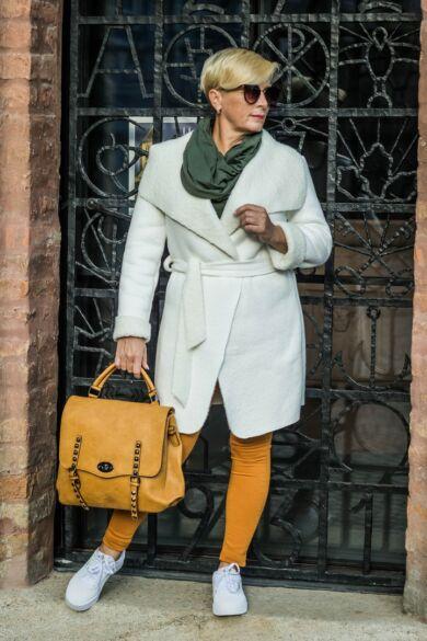 Léna fehérszínű velúr, belsején szőrmés kabát