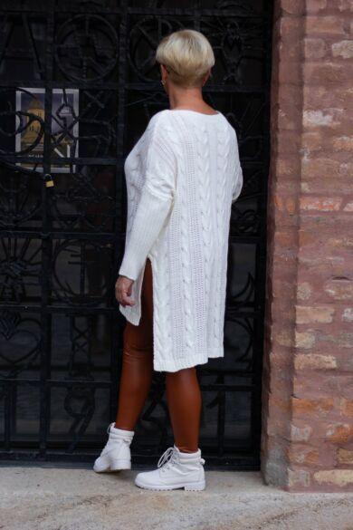 Mábel fehér laza stílusú kötött pulcsi