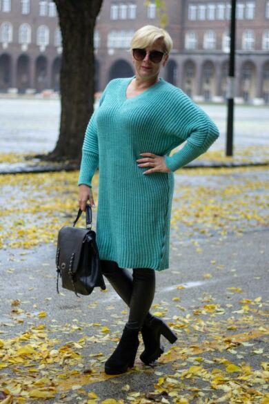 Tina türkizöld V nyakú, hosszított kötött pulóver