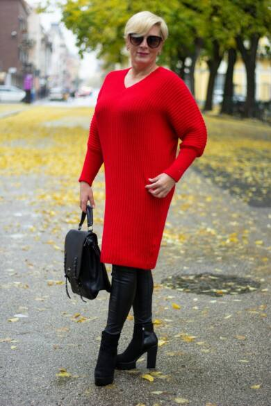 Tina piros V nyakú, hosszított kötött pulóver