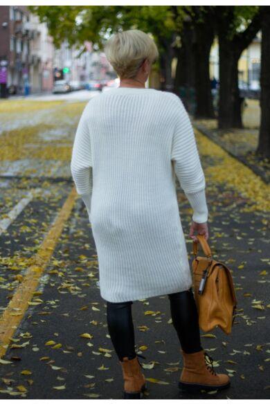 Tina fehér V nyakú, hosszított kötött pulóver