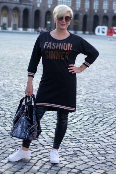 Amelia fekete színű, óarany feliratos tunika