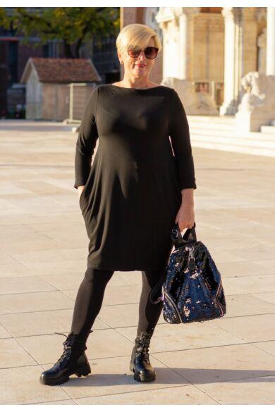 Lili fekete színű, elején steppelt pamut tunika