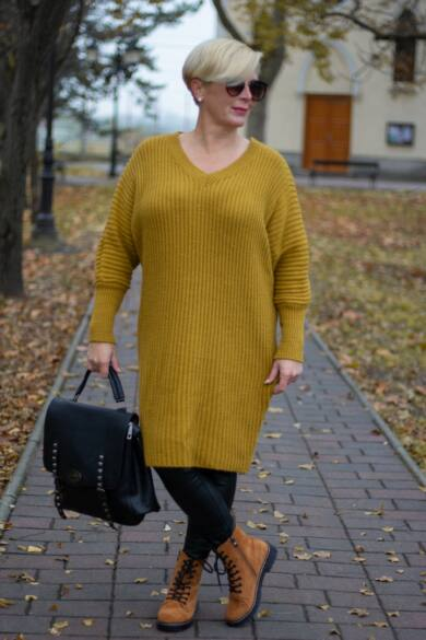 Tina mustár színű V nyakú, hosszított kötött pulóver
