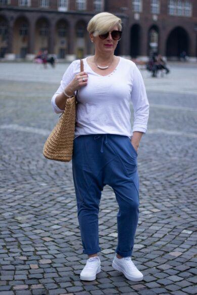 Farmerkék színű pamut ülepes nadrág