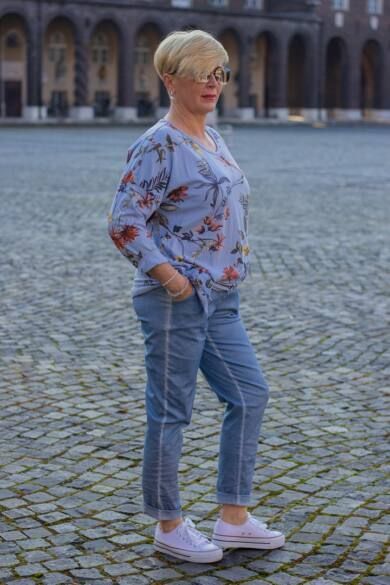 Kék rugalmas pamut-vászon nadrág, gumis derékrésszel