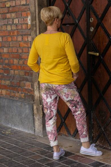 Sárga színű pamut felső gombokkal