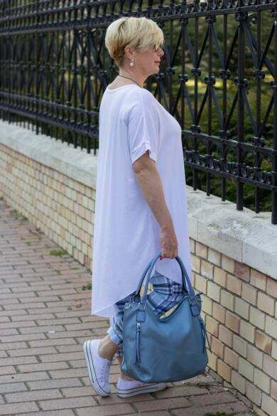 Xénia fehér színű, rövid ujjú, laza stílusú pamut tunika