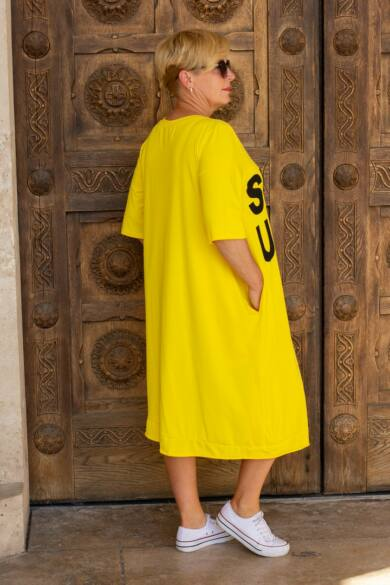 Sárga színű fekete feliratos, oldalt zsebes, pamut tunika-ruha