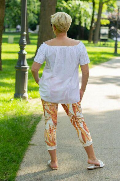 Mia narancs színű levél mintás nadrág