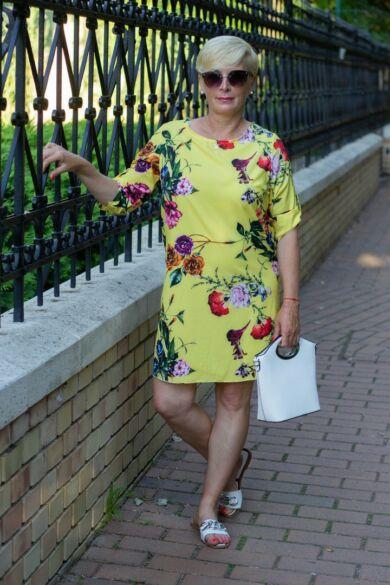Sárga alapon virágos ruha