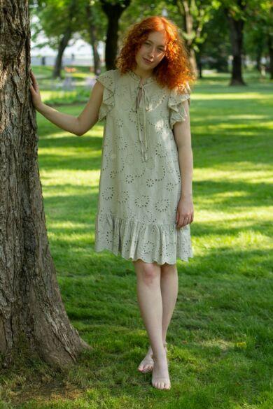 Bézs színű madeira csipke ruha