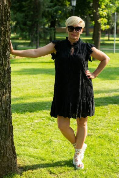 Fekete madeira csipke ruha