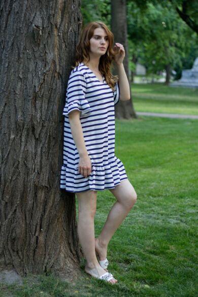 Fehér alapon kék csíkos A vonalú fodros ruha