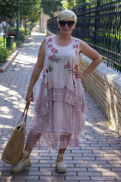 Lara púder alapon virágos csipkés géz ruha