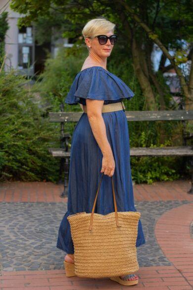 Vállrésznél fodros farmer-vászon ruha