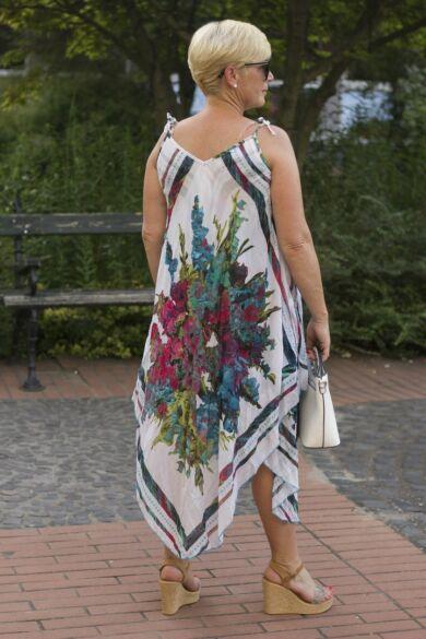 Virágos muszlin ékalakú ruha