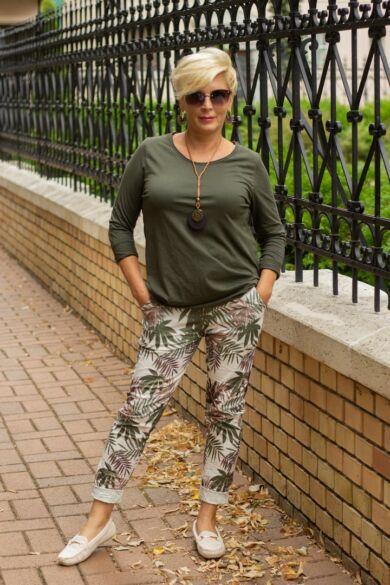 Khaki zöld színű mintás páfrányos nadrág