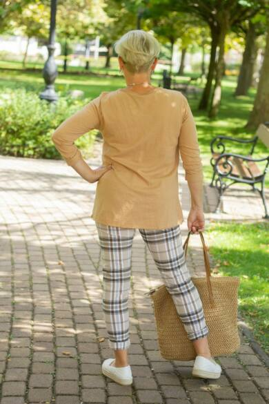 Barna kockás, gumis derekú rugalmas pamut-vászon nadrág
