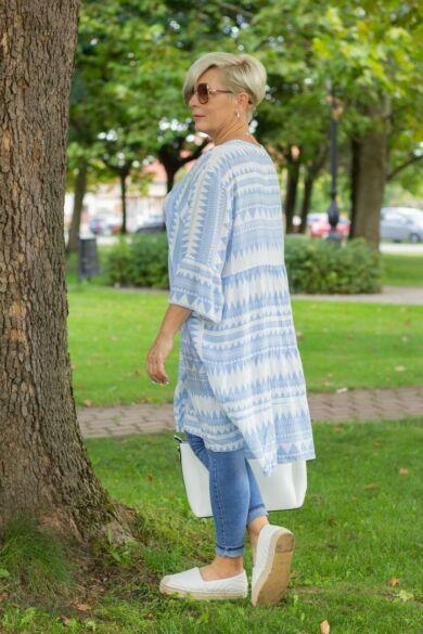 Fehér alapon világoskék mintás fodros tunika-ruha
