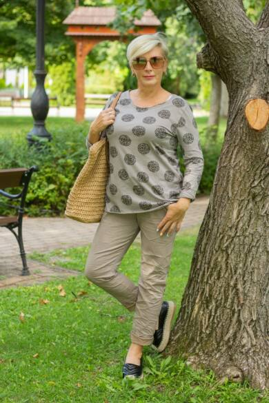 Bézs színű, gumírozott derekú rugalmas pamut-vászon nadrág