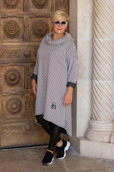 Hannah fekete-fehér mintás kámzsás tunika-ruha