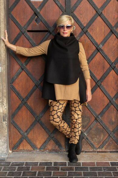 Barna-fekete színű, gumírozott derekú rugalmas puha nadrág