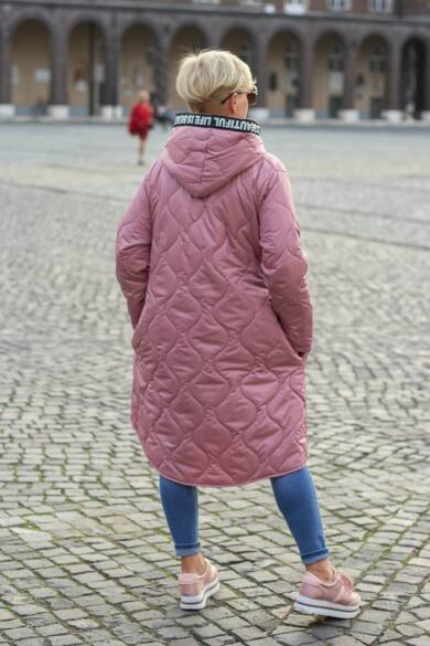 Lola púder színű steppelt kabát