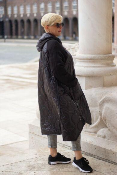 Noren laza stílusú fekete steppelt kabát