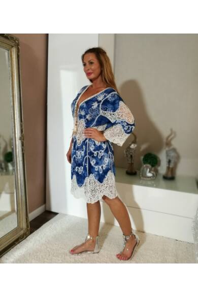 Kék hímzett, horgolt ruha