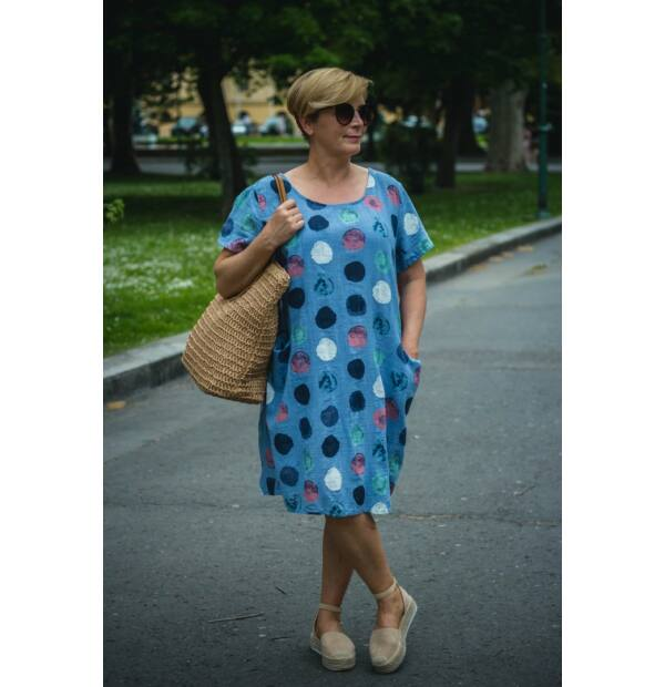 Nóra kék alapon mintás, zsebes lenvászon ruha