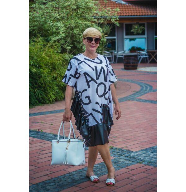 Fehér alapon fekete feliratos pamut tunika, műbőr díszítéssel