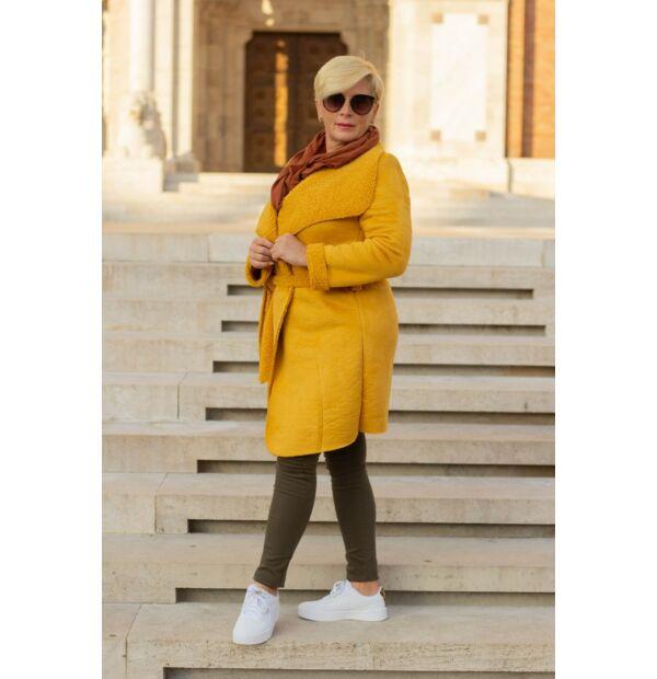 Léna mustárszínű, velúr belsején szőrmés kabát