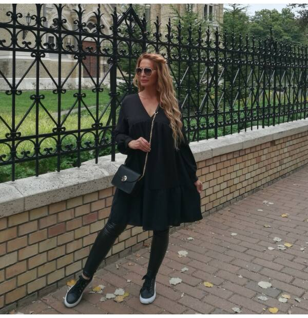 Pamela  A vonalú fekete ruha