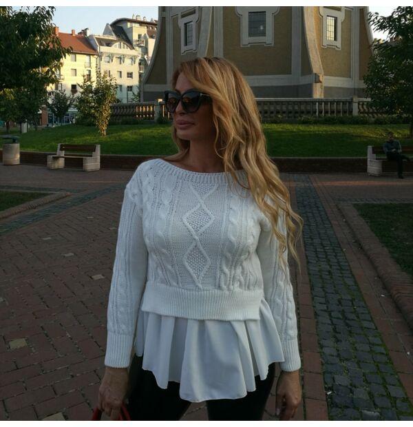 Nikolett fehér kötött pulcsi fehér ing betéttel